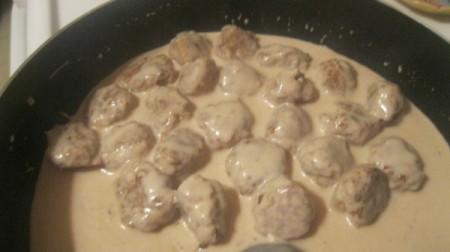 cooking meatballs in sauce