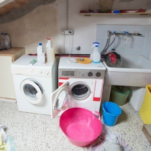 laundry room with utility sink, washer, and dryer