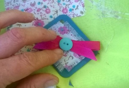 Button and Bow Gift Tag