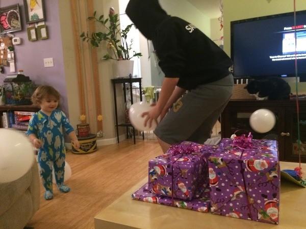 Balloon Snowball Fight