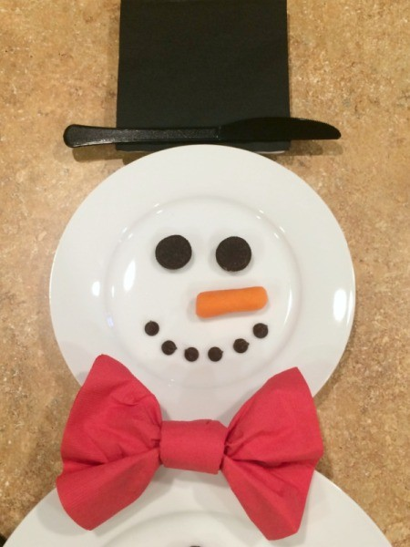 closeup of the snowman place setting head