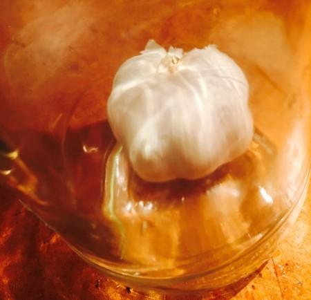 Peeling Garlic Easily in a Jar