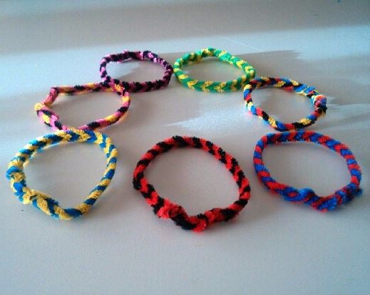 Pipe Cleaner Bracelets & Making Pipe Cleaner Bracelets | ThriftyFun