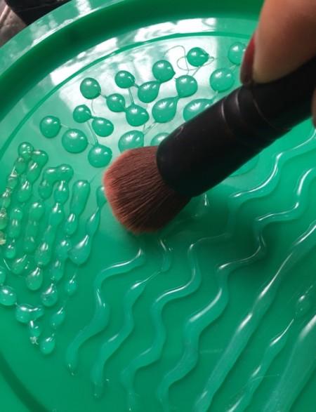 make-up brush on palette