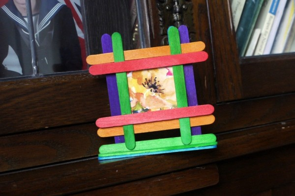 Making a Popsicle Stick Picture Frame | ThriftyFun