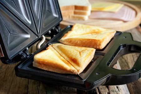 Sandwich toaster with toasted sandwich