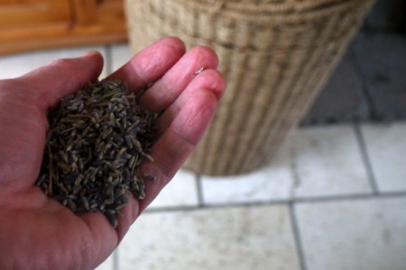 handful of dried lavender