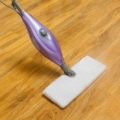Cleaning Laminate Flooring With a Steam Mop