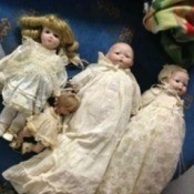 5 unidentified dolls