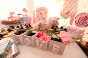 """Boxes spelling """"LOVE"""" displayed on a dessert buffet"""