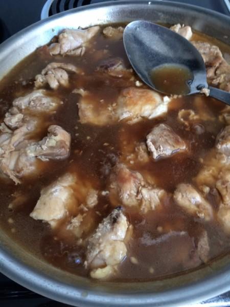 Chicken in brown sauce.