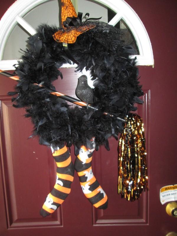 Black Feathered Halloween Wreath | ThriftyFun