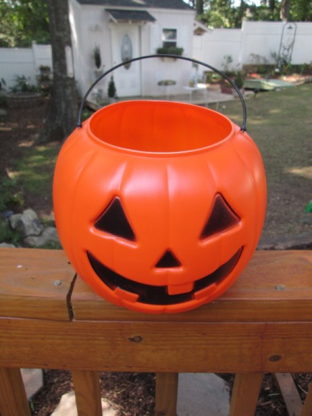 Giving Plastic Pumpkins A Stone Look