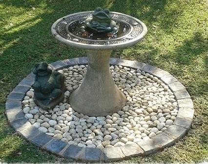 birdbath on circle of small cobbles with border