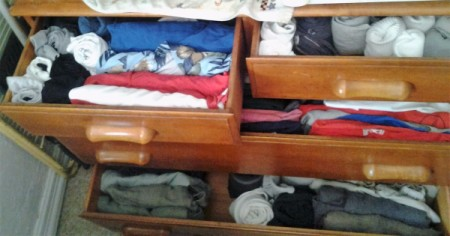 Organize Clothes by Vertical Folding