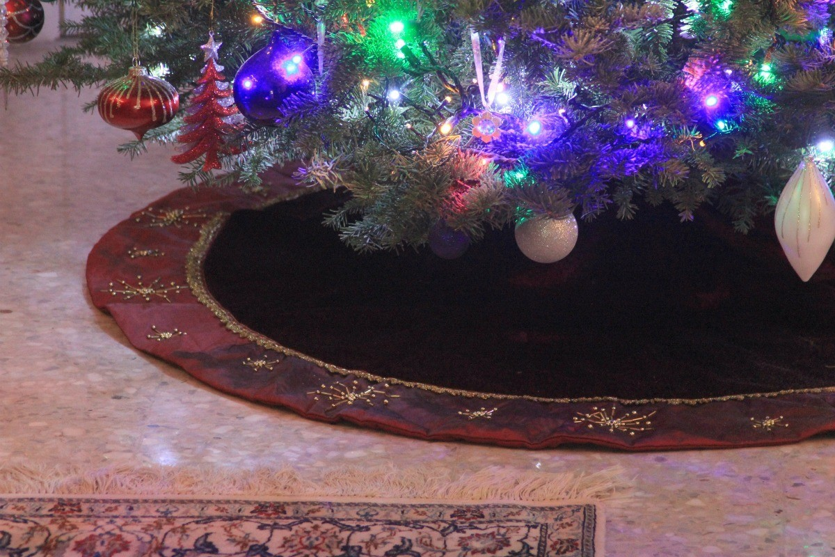 Making A Lady S Skirt From A Christmas Tree Skirt Thriftyfun