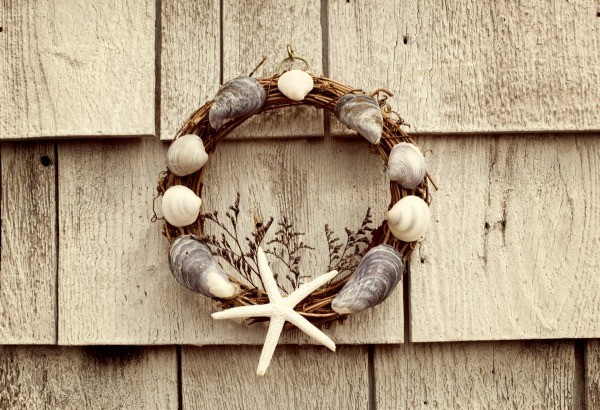 Using the right glue for seashell crafts thriftyfun for Seashell wreath craft ideas