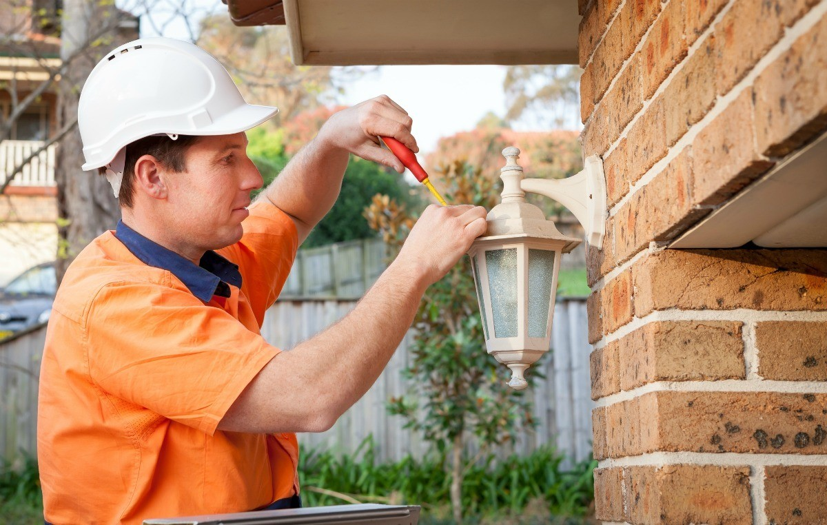 Image of: Adding An Electrical Plug To An Outdoor Light Fixture Thriftyfun