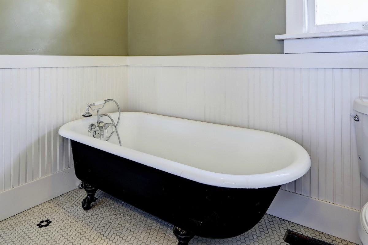 A Claw Foot Tub In A Bathroom.