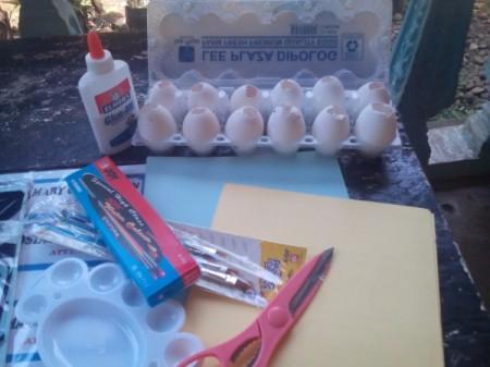 Egg Head Christmas Caroler