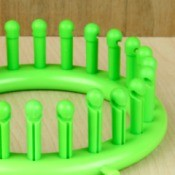 A green round loom.