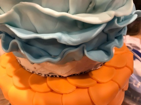 'Sharky' Goldfish Birthday Cake - follow the same steps to add two rows of the medium blue fondant
