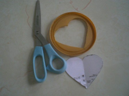 Easy Kids' Valentine Cards - cut the heart shape out of the cap to make stencil