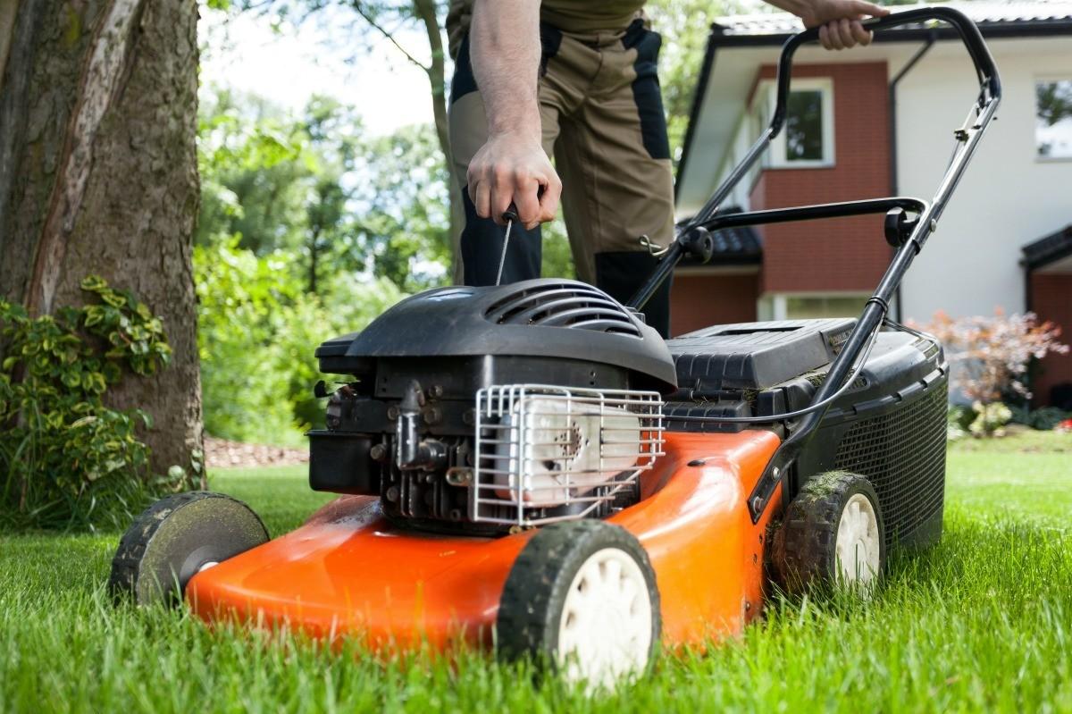 Lawn Mower Starter Cord Won't Pull | ThriftyFun