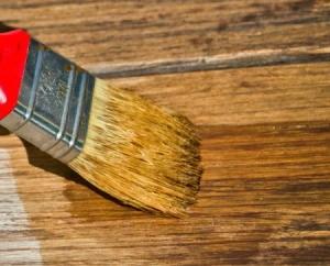 applying varnish to wood