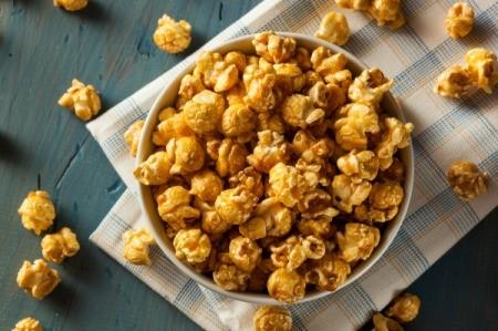 A bowl of caramel corn.