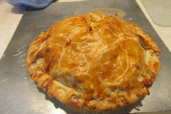 A freshly baked apple pie.