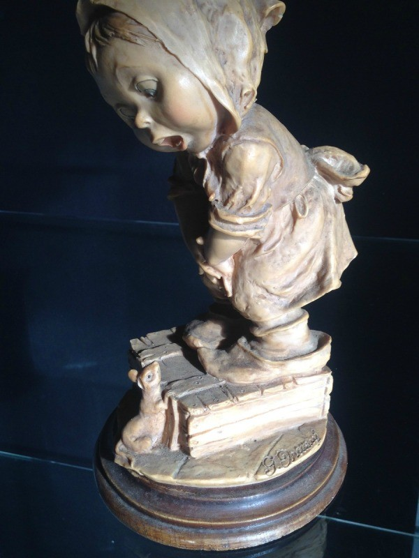 Finding the value of a giuseppe armani capodimonte figurine thriftyfun information on figurine girl standing on a box to keep away from a mouse thecheapjerseys Images