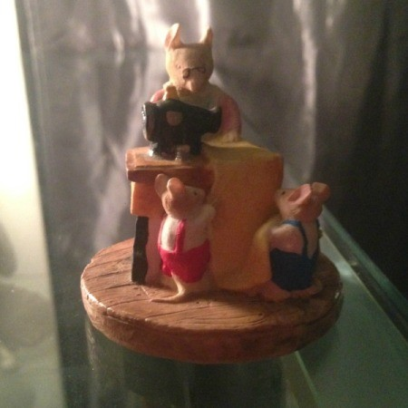 Value of Leonardo Collectable Ornament - mother mouse at sewing machine