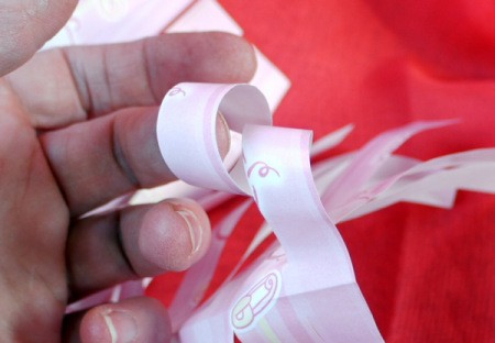 How to Make a Matching Curly Gift Bow - paper curl