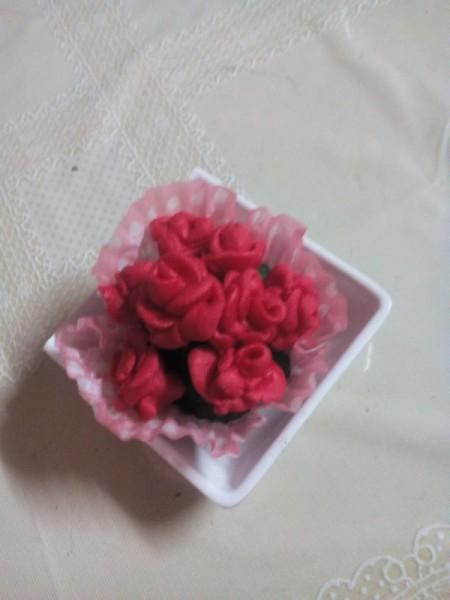 making flower with 3 Ingredient Fondant