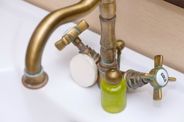 Green Stains In Tub And Around Fixtures Thriftyfun
