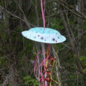 Fun Paper Plate Jellyfish Decoration - jelly fish hanging in the garden