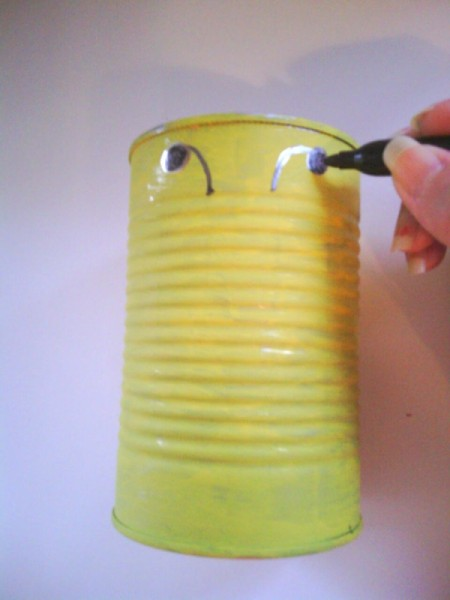 Recycled Bumblebee Can - drawing antenna