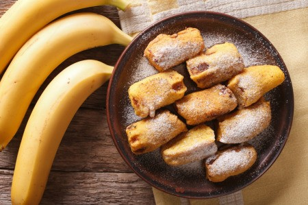 A plate of banana fritters.