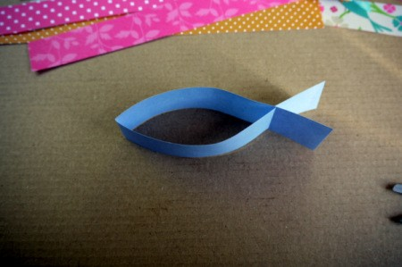 Fluttering Fish - pinching the end away from the notches will result in a more fishy shape