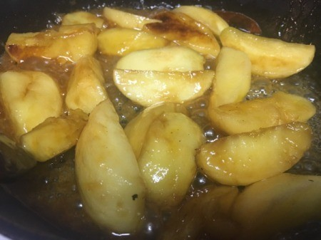 cooking apples with sweeteness