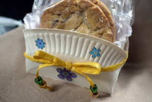 Paper Plate Cookie Gift Basket - cookie gift pack