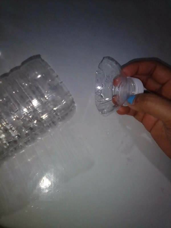 Sealing Plastic Bags With Recycled Plastic Bottle Tops