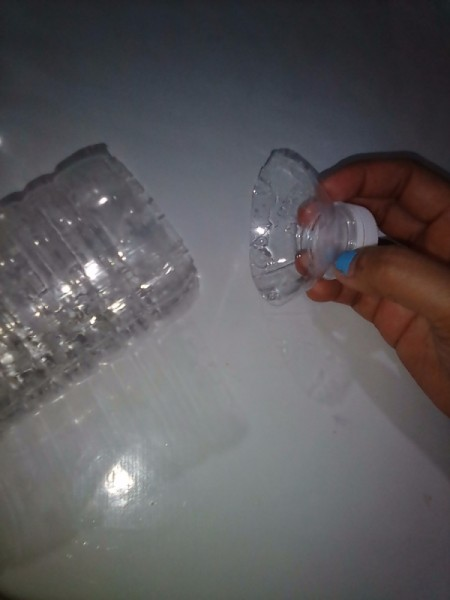 Sealing plastic bags with recycled plastic bottle tops for Cut top off bottle