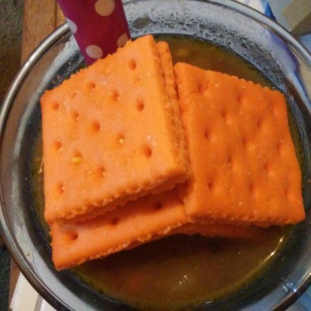 A bowl of Umbrian Lentil Soup with cheese crackers.