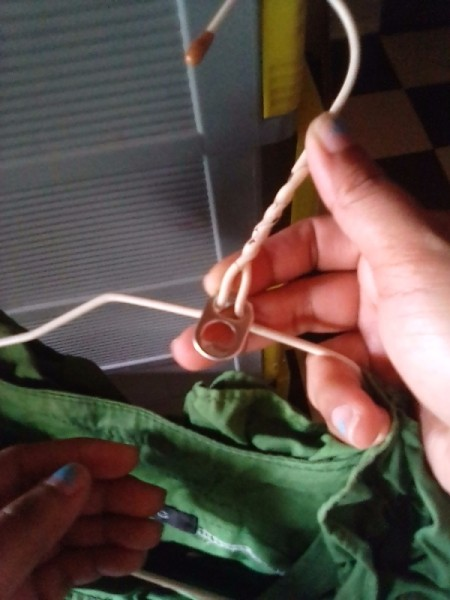 Reusing Can Pull Tabs for Expanding Hangers