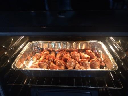 Drumsticks in baking pan in oven