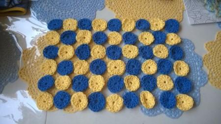Crocheted Yo Yo Place Mat - checkerboard layout