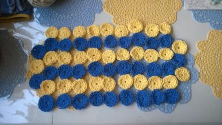Crocheted Yo Yo Place Mat - irregular edge stripes