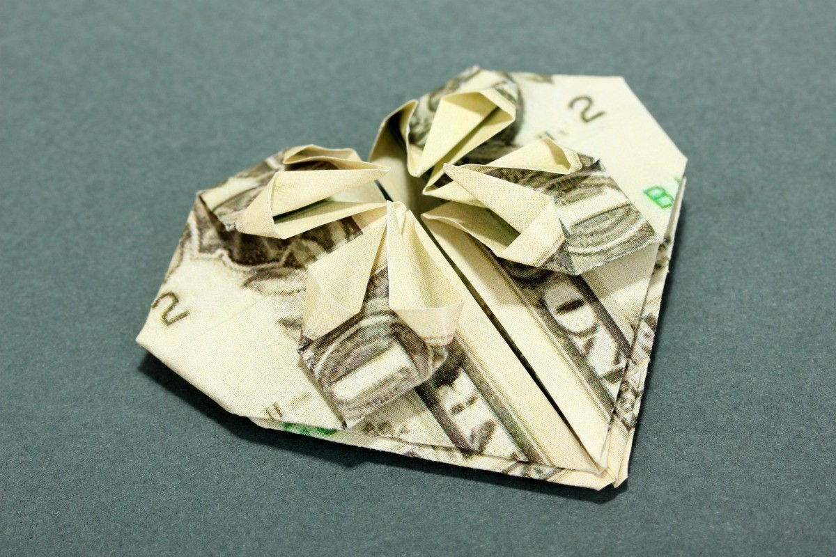 Making Dollar Origami Hearts | ThriftyFun - photo#42